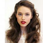 Model_met_stoere_half_opgestoken_look
